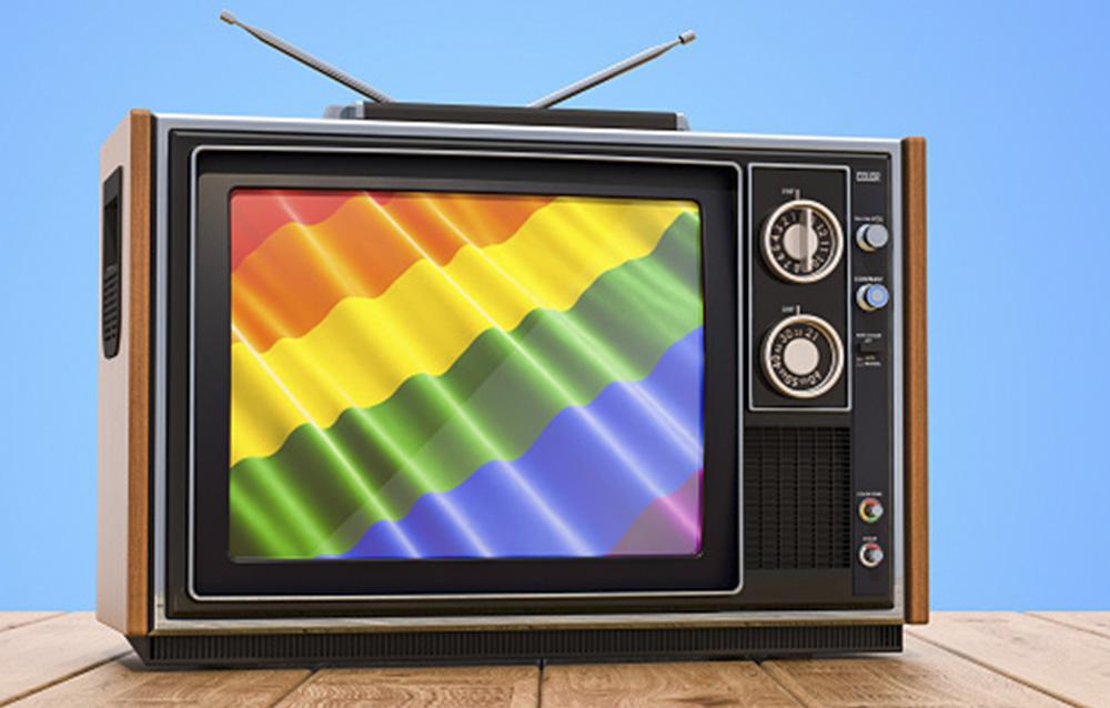 Hay demasiados homosexuales en la TV por eso cancela el servició