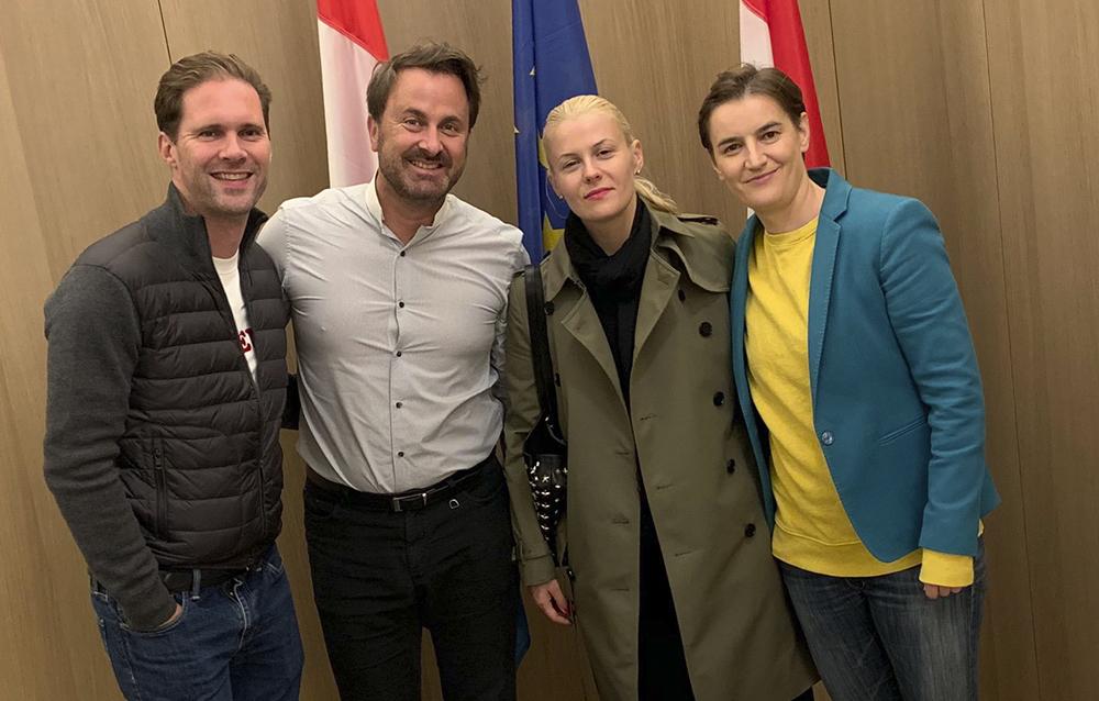 Una imagen que hace historia Primer ministro gay de Luxemburgo junto a la primera ministra lesbiana de Serbia